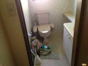 お掃除前の洋式トイレ。